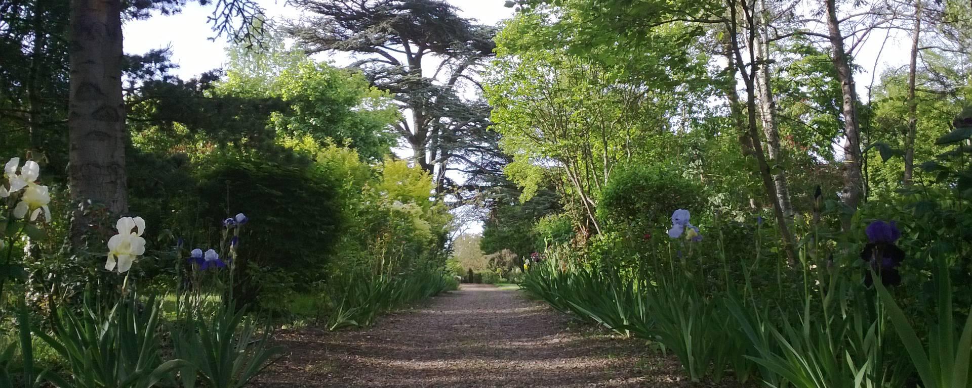 Jardines del priorato de Orchaise cerca de Blois