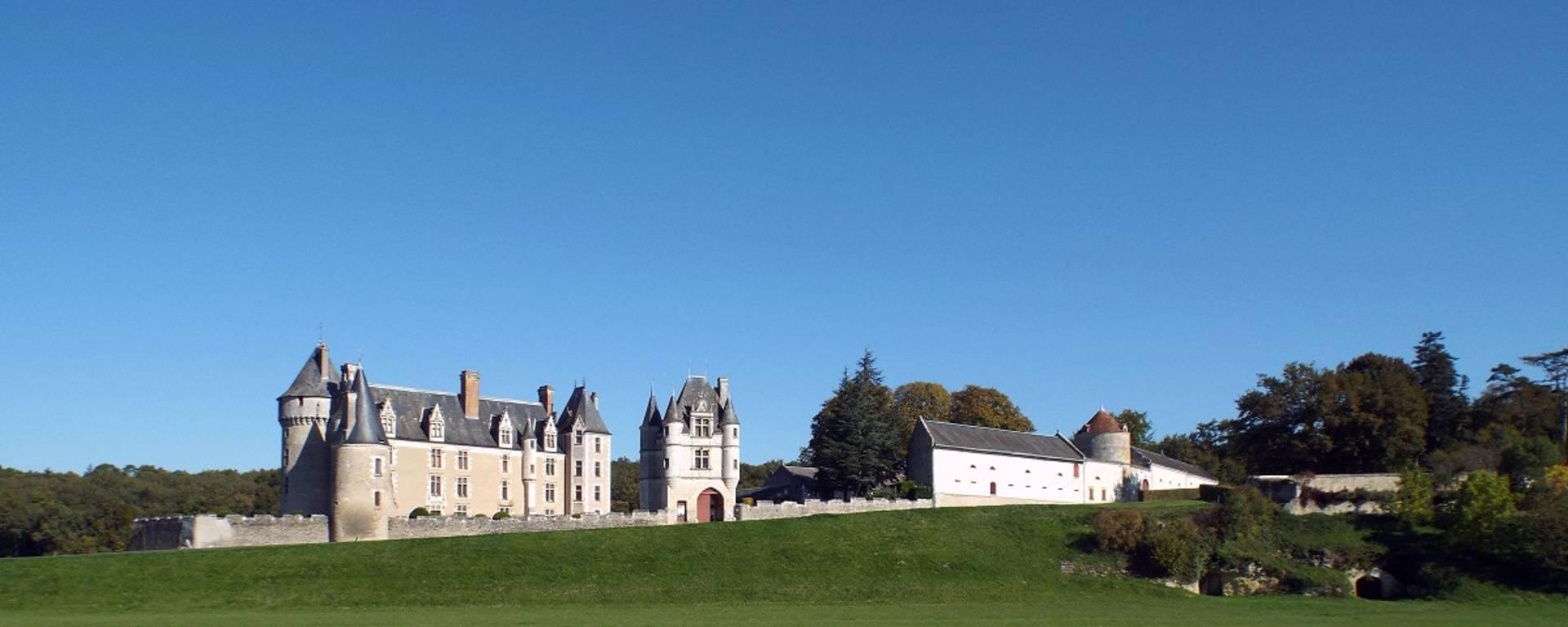 Vue extérieur du château de Montpoupon. © OTBC