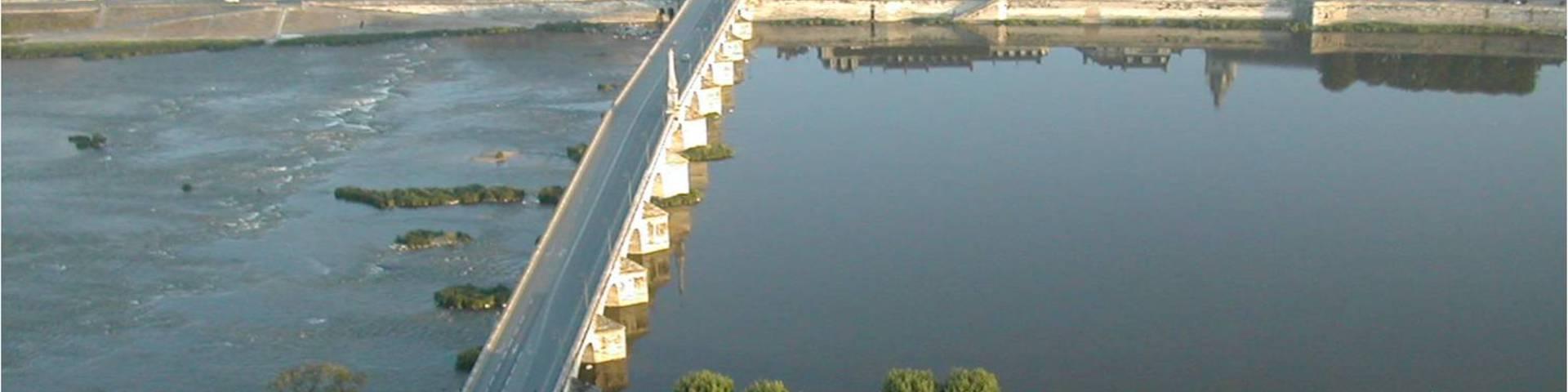 El puente Jacques Gabriel de la ciudad de Blois