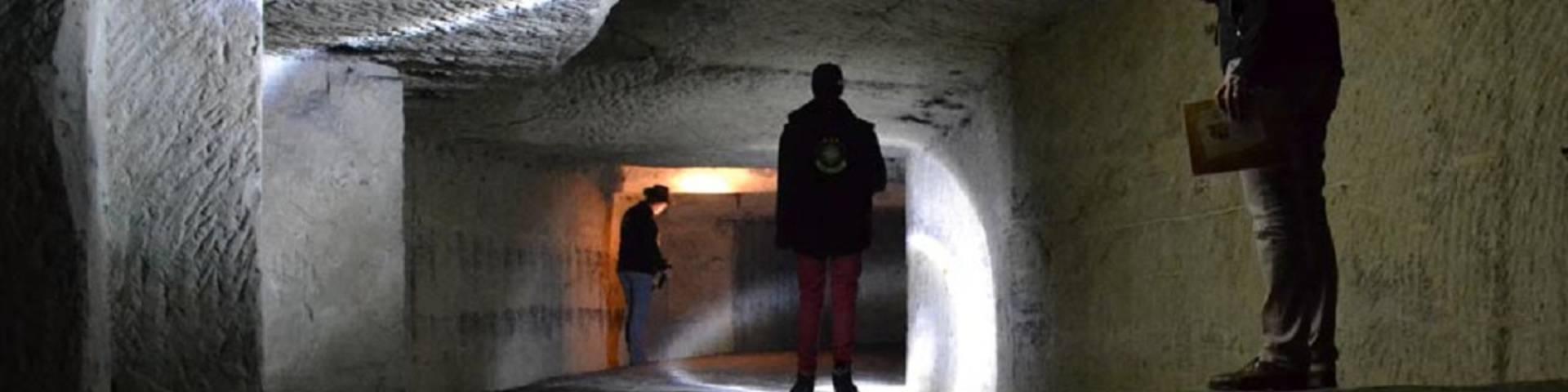 Búsqueda del tesoro en una cueva troglodítica. © DR
