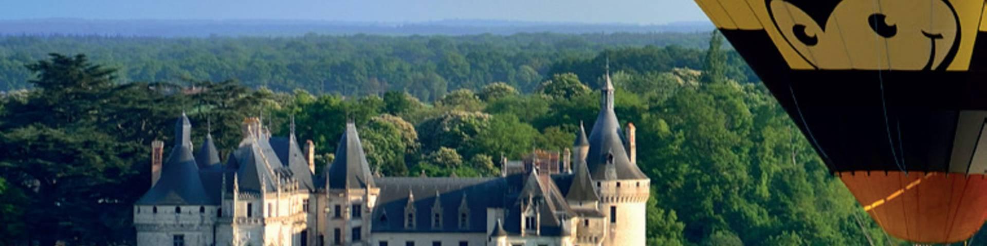 Sobrevolando los castillos del Loira. © Aerocom