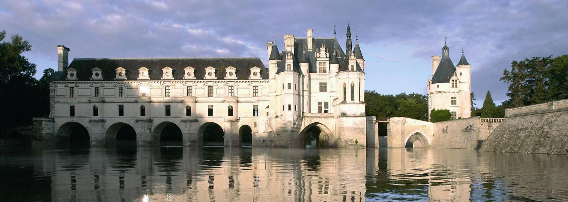 Castillo de Chenonceau reflejado en el Cher
