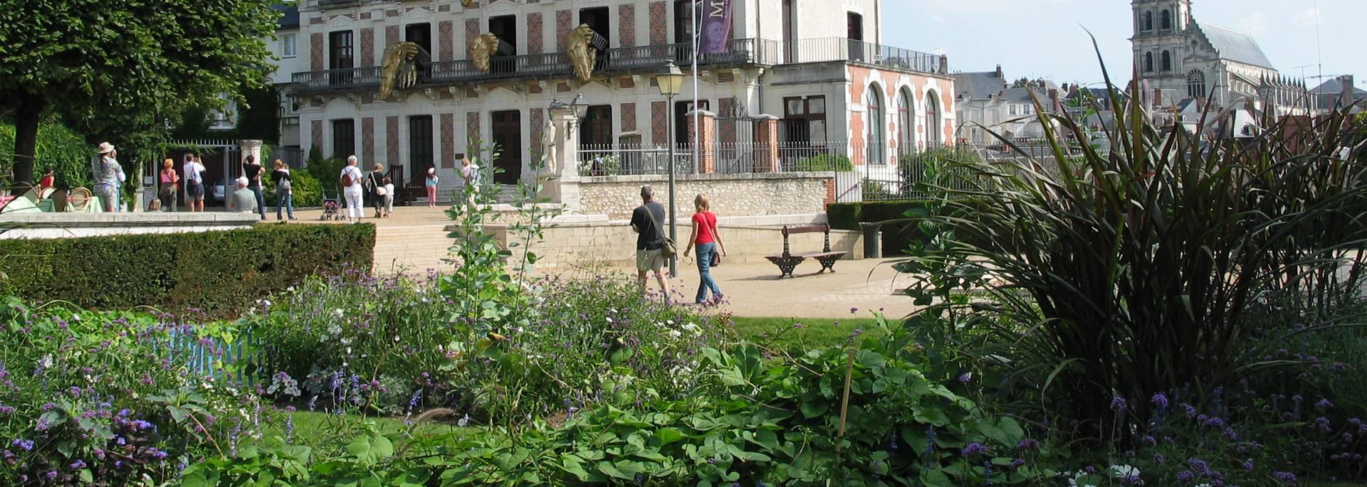 Les Jardins Saint Sauveur y la Maison de la Magie en Blois