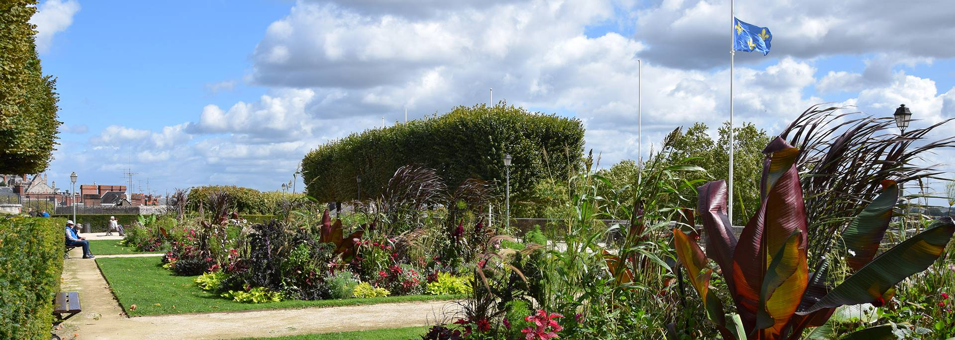 Jardines Saint Sauveur en verano en Blois