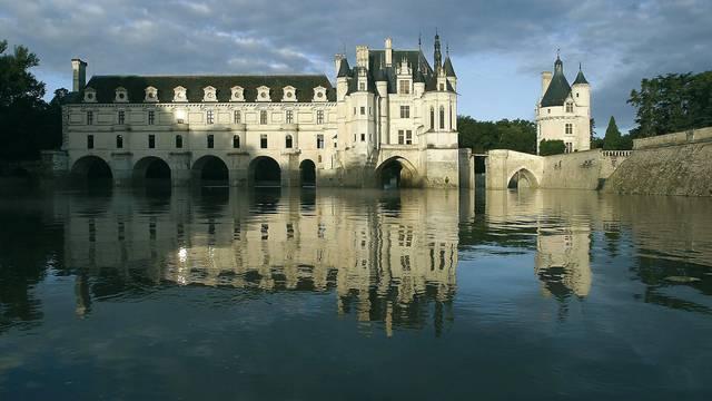 Castillo de Chenonceau reflejado en el Cher. © OTBC