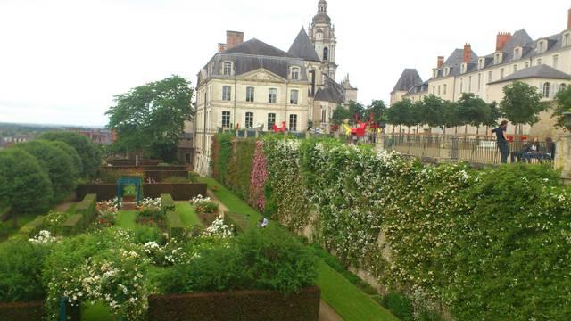 Jardines del obispado en Blois. © OTBC