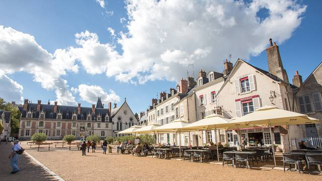 La plaza del castillo de Blois