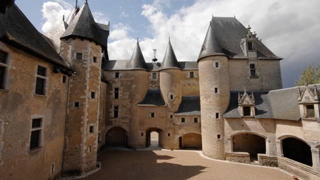 Le château de Fougères-sur-Bieuvre © P. Berthé - CMN-Paris