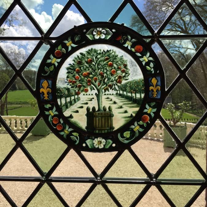 Los vitrales policromados del Domaine Royal de Château Gaillard. © OTBC