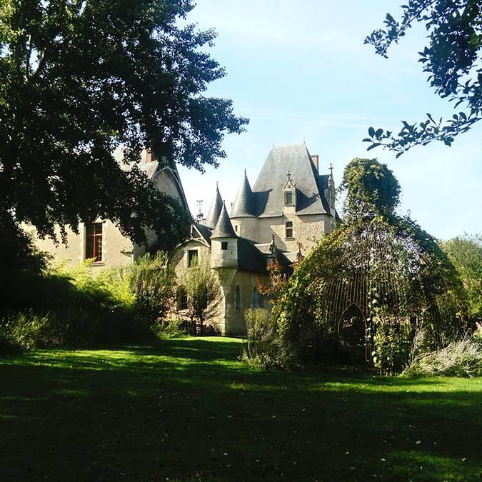 Castillo de Fougères-sur-Bièvre y su jardín © OTBC