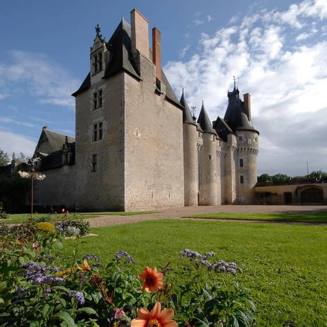 El castillo de Fougères-sur-Bièvre y sus alrededores